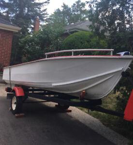 14Ft Aluminum Boat & Trailer + 18 hpw Evinrude Motor