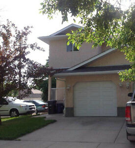 Townhouse in the Downtown Area for Rent - High River