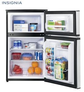 Compact Refrigerator with top freezer, 20'' Insignia