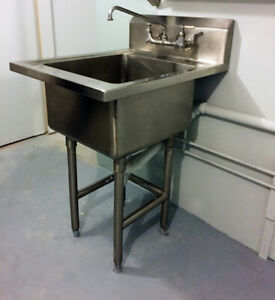SUPERB STAINLESS STEEL SINK AND FAUCET FOR HOME LAUNDRY/BUSINESS