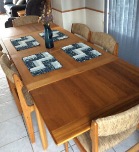 Extendable Teak dining table/ 6 chairs