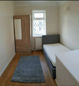 A cozy single room close by Burnt Oak station