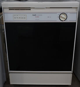 Built-in Dishwasher. Inglis. Still looks new AND Works perfectly