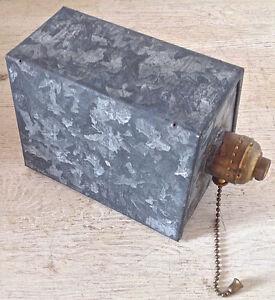 Antiquité Collection. Style industriel. Lampe en fer galvanisé
