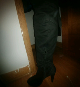 Size 11 knee high suede boots