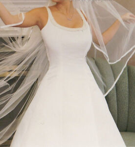 BEAUTIFUL WEDDING GOWN- size 3