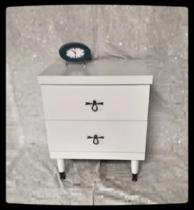 Table de nuit Vintage/rétro/mid century en bois relookée