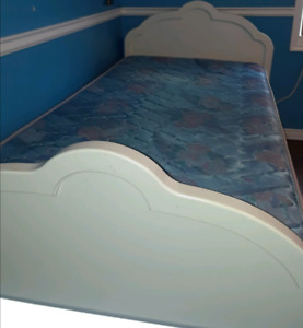 Kids white single bed