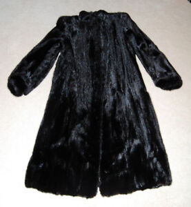Silky Black Mink Fur Coat - Size S/M - Like NEW Condition