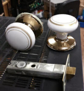 WHITE WITH GOLD INLAY GLASS /CERAMIC DOOR KNOBS