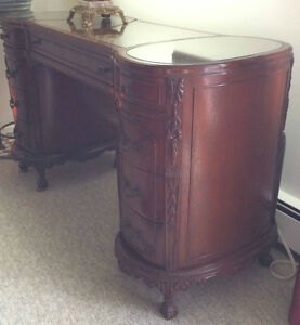 Beautiful high quality French desk 1900th with glass top inserts Kitchener / Waterloo Kitchener Area image 3