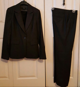 Size 2 RW&CO Women's Suit - like new