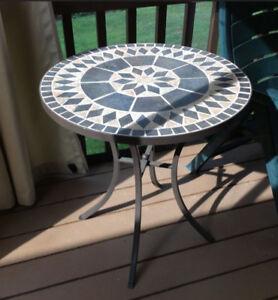 Table mosaïque et fer forgé, couleur anthracite-bleu