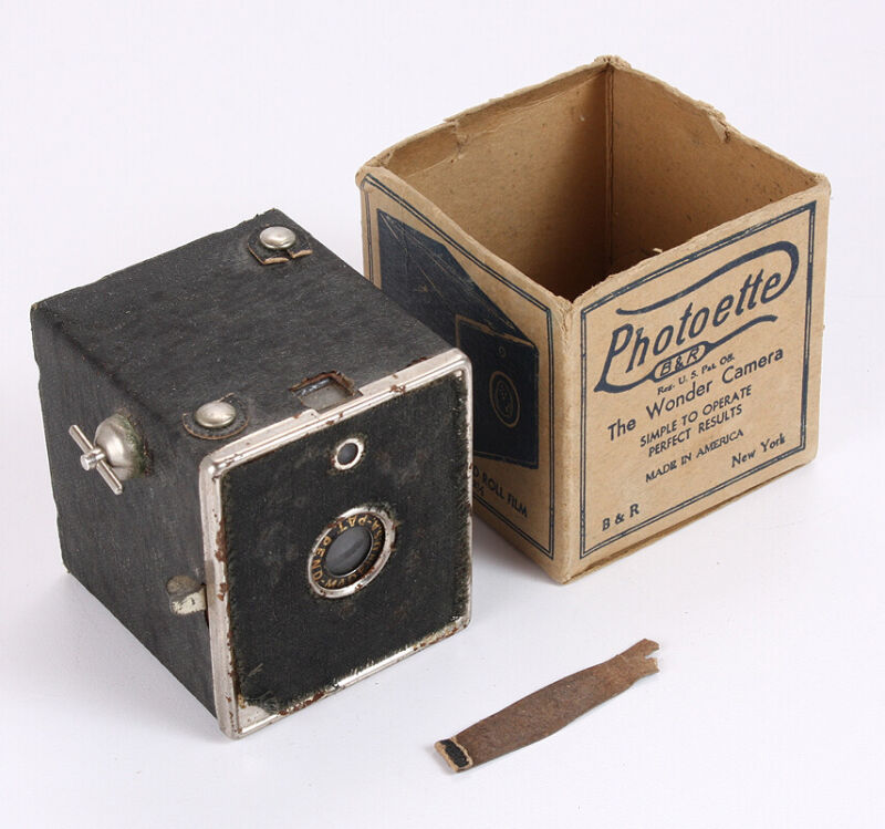 B&R PHOTOETTE BOX CAMERA, WITH WORN ORIGINAL BOX (MISSING THE TOP)/cks/215903