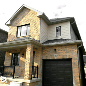 4 Beds House for Rent In Barrie