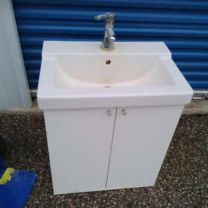 Bathroom sink with faucet, free delivery in KW