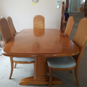 Solid Oak Table and Chairs - just in time for Thanksgiving!