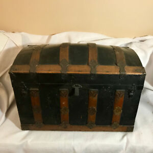 Antique steamer dome top trunk