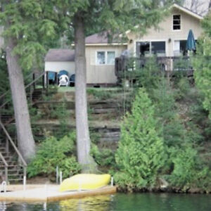 """LAKEVIEW"" COTTAGE IN MUSKOKA ON BEAUTIFUL CLEAR LAKE"