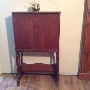 Buy or sell desks in bathurst furniture kijiji classifieds for Meuble antique kijiji