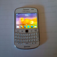 White Blackberry Bold 9900 - Unlocked 8/10 Condition