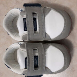 Carters shoes size 4