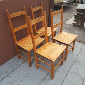 4 ANTIQUE PRIMITIVE / RUSTIC QUEBEC FARM CHAIRS