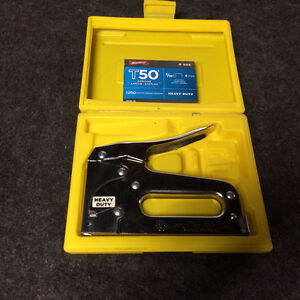 ARROW STAPLE GUN T50 in case