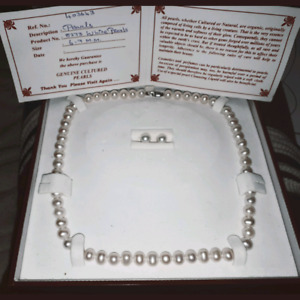 REAL AUTHENTIC WHITE PEARLS. Necklace and earings.
