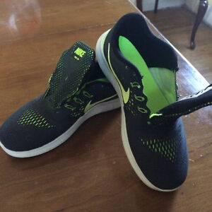 boys size 4.5 Nike Running shoes (worn once)