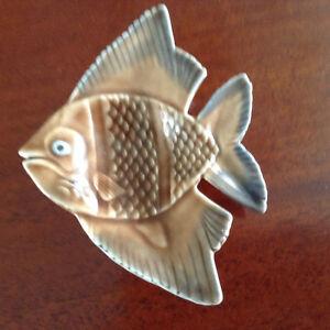 poisson en porcelaine Wade England 4 po. de large