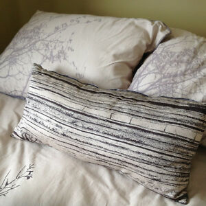 Like new condition- bamboo queen comforter set