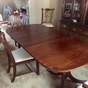 Kaufman of Collingwood Dinning Table/Chairs