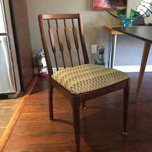 Dining room table and chairs Stratford Kitchener Area image 2