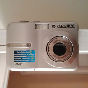 Samsung S860 Camera + USB Cable + Carry Case