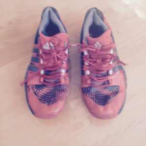 MENS ADIDAS SNEAKERS Size 9.5 Pet and smoke free home.