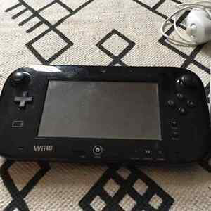 Wii U 32GB with 6 games, Wii remote, nunchuk, 2GB SD card London Ontario image 3