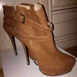 Like NEW Aldo Ankle Boots Size 8