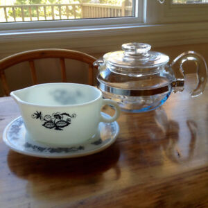 Vintage Pyrex Teapot, Old Town Gravy Boat- as new, excellent!