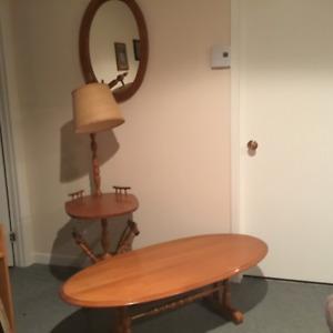 Ensemble de table, lampe et miroir en bois