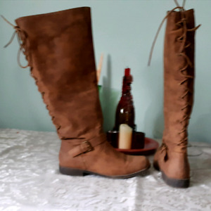Faux suede  tall boot, perfect for the fall. size11