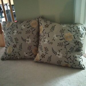 Gorgeous accent pillows - like new! Kitchener / Waterloo Kitchener Area image 1