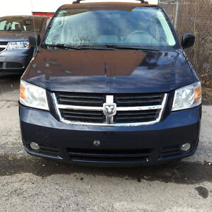 2008 Dodge Grand Caravan SXT***SWILVEL'N GO***+ Table+bluetooth