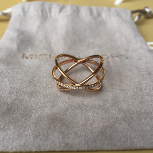 VENDUE//SOLD Bague MICHAEL KORS Crisscross Pave Ring
