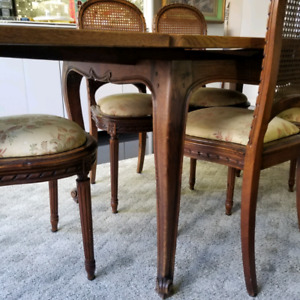 Antique French table with 6x louis style chairs
