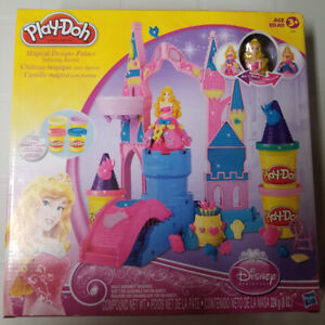 Disney Princess Play-Doh Magical Designs Palace featuring Aurora