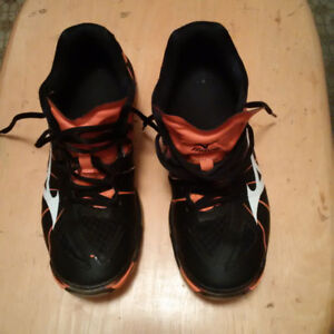Woman's Mizuno Volleyball Shoes