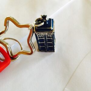 Doctor Who Blue 3D TARDIS Police Box KEY FOB WITH  A STAR