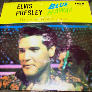Assemblage of 5 Elvis Vinyl 45's with Picture Covers London Ontario image 3