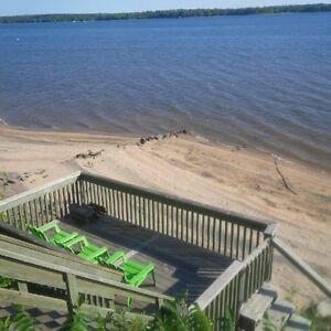 Beach Cottage 30 mins from Ottawa/Gatineau - Chalet de plage